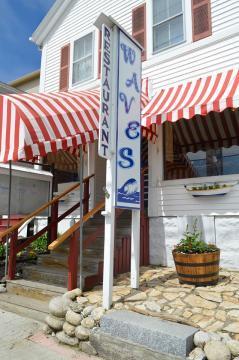 waves restaurant, mutt scrub, boothbay harbor